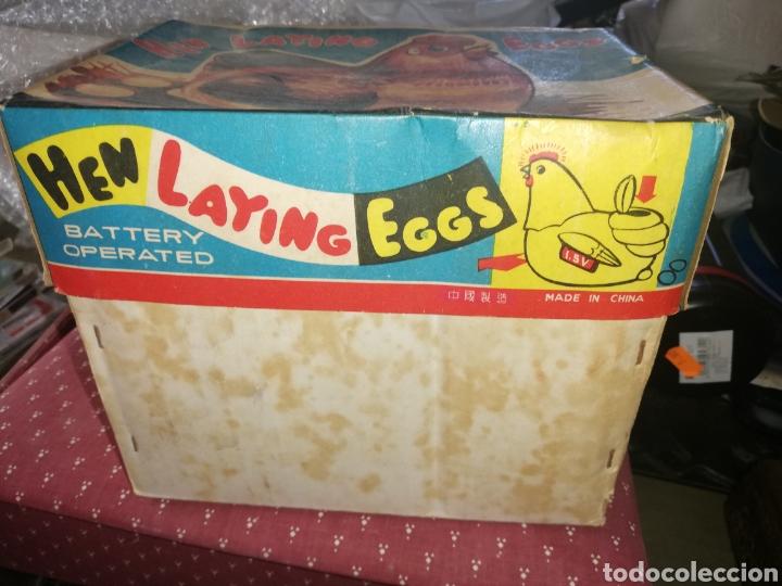 Juguetes antiguos de hojalata: Rara y Antigua gallina hojalata litografiado.. Anda.. Pone huevos..y canta.. FUNCIONA!!!!! - Foto 2 - 224882760