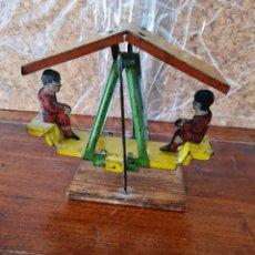 Juguetes antiguos de hojalata: ANTIGUO COLUMPIO. DESCONOZCO FABRICANTE. Lote 226104760