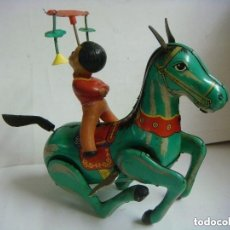 Juguetes antiguos de hojalata: CARROZA CIRCENSE ANTIGUA DE CHAPA DE CUERDA. Lote 226392220