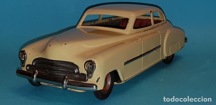 Juguetes antiguos de hojalata: Auto sedan de RICO, años 40, funcionando a fricción. - Foto 2 - 227133880