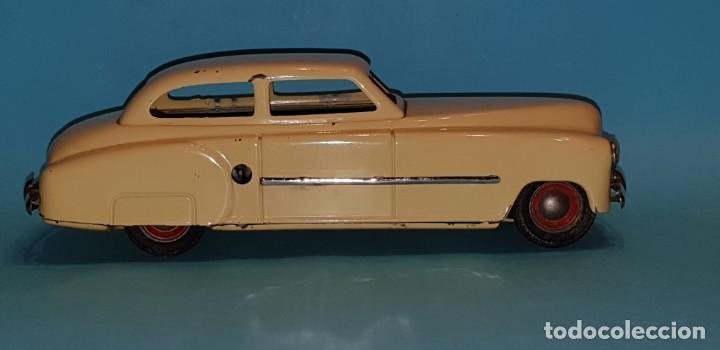 Juguetes antiguos de hojalata: Auto sedan de RICO, años 40, funcionando a fricción. - Foto 6 - 227133880