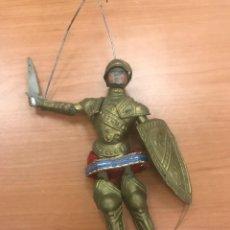 Juguetes antiguos de hojalata: MUÑECO ARTICULADO ANTIGUO CON ARMADURA. Lote 227476390
