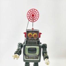 Juguetes antiguos de hojalata: ROBOT SPACEMAN DE HOJALATA CON TV ALPS (JAPONES) 1950'S VINTAGE. Lote 229149930