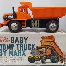Juguetes antiguos de hojalata: BABY DUMP TRUCK BY MARX. NUEVO. Lote 230728200