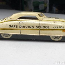Juguetes antiguos de hojalata: COCHE DE JUGUETE DE HOJALATA. LEARN TO DRIVE CAR. SAFE DRIVING SCHOOL. NUMERO 1.. Lote 231337020