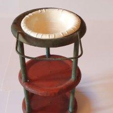 Juguetes antiguos de hojalata: LAVABO DE HOJALATA PINTADA A MANO CON PALANGANA, PRINCIPIOS DE SIGLO XX. Lote 232799345