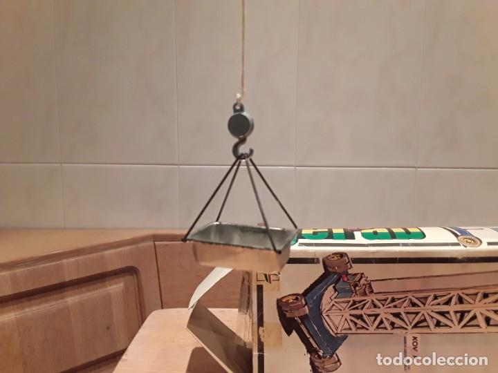 Juguetes antiguos de hojalata: Grua nueva en caja, metálica, Kovap. - Foto 7 - 232939785