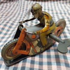 Juguetes antiguos de hojalata: MOTO HOJALATA PAYA. Lote 235811220