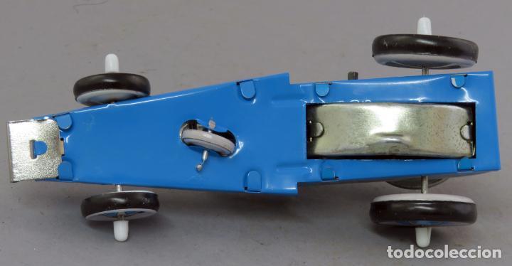 Juguetes antiguos de hojalata: Robot astronauta en bólido hojalata a cuerda Tin Toys Club del Libro Funciona - Foto 3 - 239427390