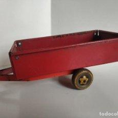 Brinquedos antigos de folha-de-Flandres: ANTIGUO REMOLQUE TRACTOR DE HOJALATA AÑOS 50. Lote 241056880