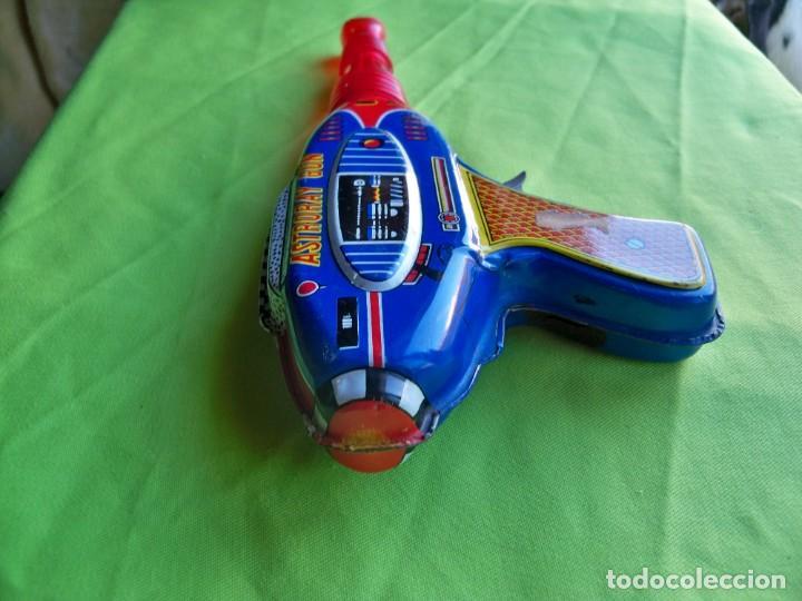 Juguetes antiguos de hojalata: Antigua pistola Espacial de chapa y platico SHUDO made in Japan - Foto 5 - 241551460