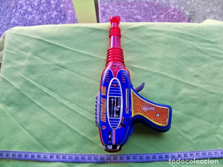Juguetes antiguos de hojalata: Antigua pistola Espacial de chapa y platico SHUDO made in Japan - Foto 16 - 241551460