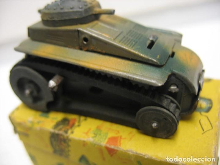 Juguetes antiguos de hojalata: paya tanque pulga con su caja - Foto 2 - 241947645