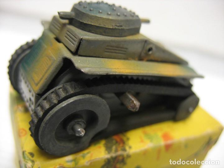 Juguetes antiguos de hojalata: paya tanque pulga con su caja - Foto 7 - 241947645