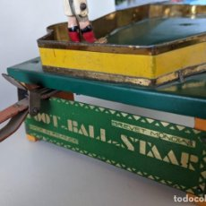 Juguetes antiguos de hojalata: JUGUETE HOJALATA DE EPOCA FOOT-BALL STAAR - BREVET MONDIAL - MADE IN FRANCE - FUTBOL - RARISIMO. Lote 242058395