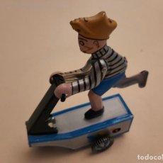 Juguetes antiguos de hojalata: PATINETE MECANICO. Lote 242128530