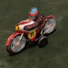 Juguetes antiguos de hojalata: ANTIGUO MOTO MOTORISTA HOJALATA 11. Lote 243926185