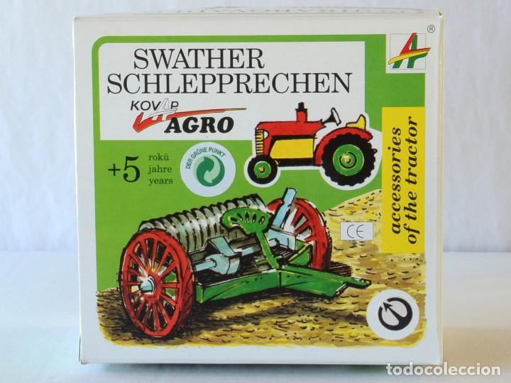 Juguetes antiguos de hojalata: Juguetes de hojalata Escala 1:25 Kovap tractor, dos remolques y juego de 6 herramientos a estrenar - Foto 13 - 244532190