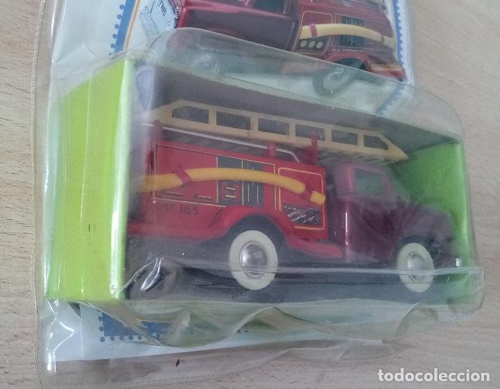 Juguetes antiguos de hojalata: Coche de bomberos Juguete de Hojalata en su blister - Foto 4 - 245236855