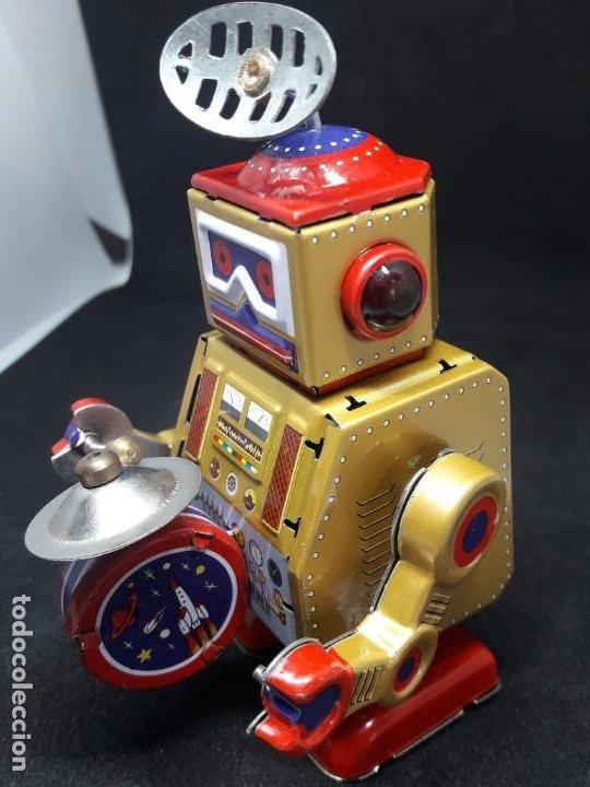 ROBOT HOJALATA A CUERDA (Juguetes - Juguetes de Hojalata: Reproducciones y Actuales )