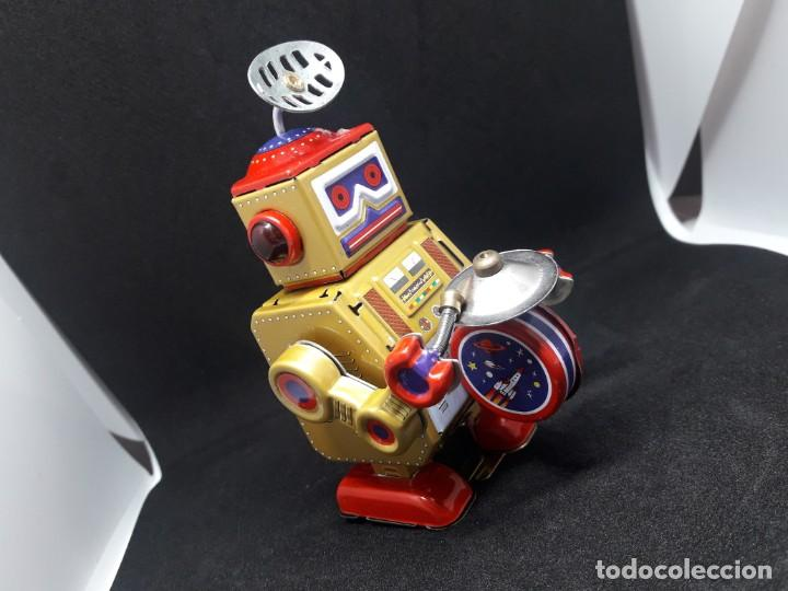 Juguetes antiguos de hojalata: robot hojalata a cuerda - Foto 2 - 245372625