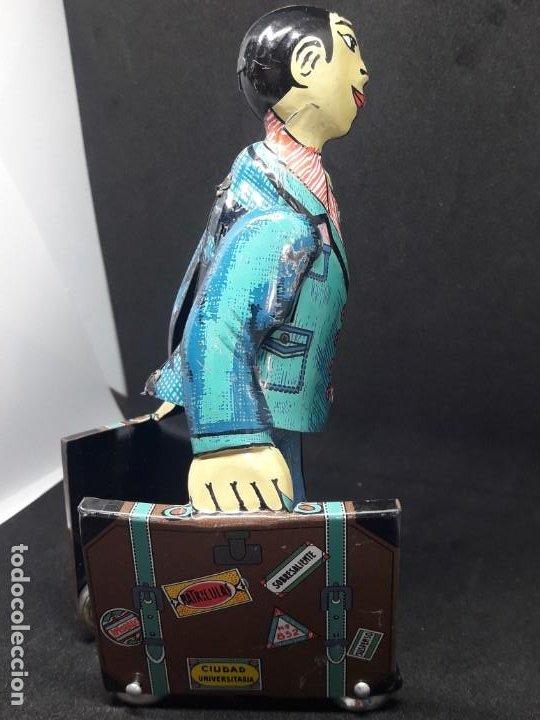 Juguetes antiguos de hojalata: viajante caminando con maletas. hojalata - Foto 4 - 245373580