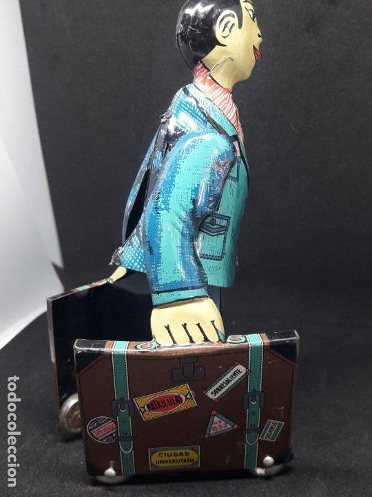Juguetes antiguos de hojalata: viajante caminando con maletas. hojalata - Foto 5 - 245373580