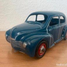 Juguetes antiguos de hojalata: RENAULT 4 CV CIJ C.I.J. DE 1948. Lote 245383210