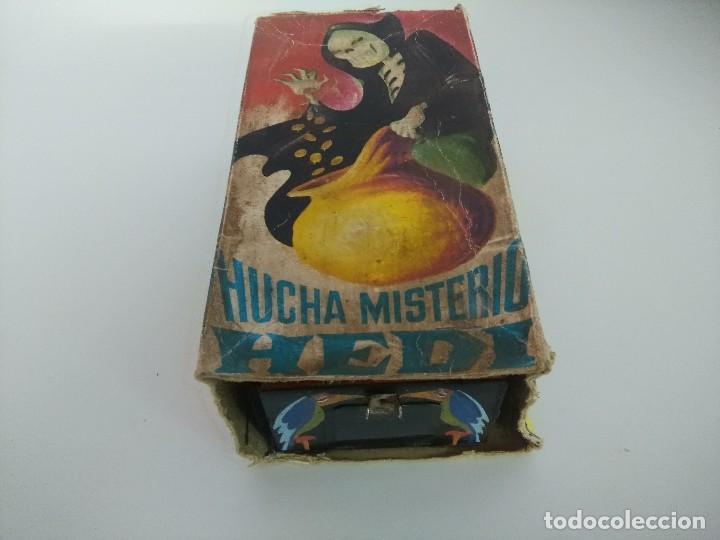 Juguetes antiguos de hojalata: HUCHA MISTERIO HEDI/MADE IN SPAIN AÑOS 70. - Foto 3 - 245565335