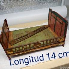 Juguetes antiguos de hojalata: CAMA ANTIGUA DE JUGUETE EN HOJALATA. Lote 246346225