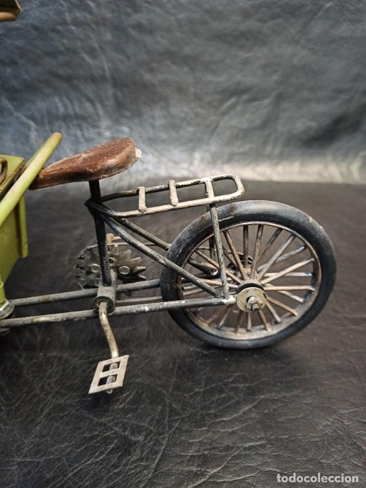 Juguetes antiguos de hojalata: Decorativa bici, carrito de helados. Hucha. V3 - Foto 3 - 248953980