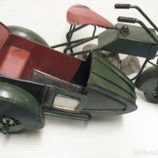 Juguetes antiguos de hojalata: MOTO CON SIDECAR VINTAGE. Lote 251370115
