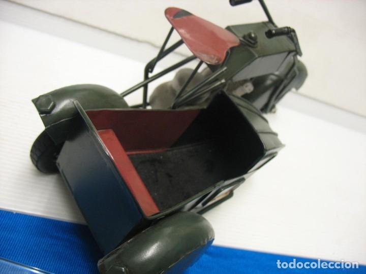 Juguetes antiguos de hojalata: moto con sidecar vintage - Foto 2 - 251370115