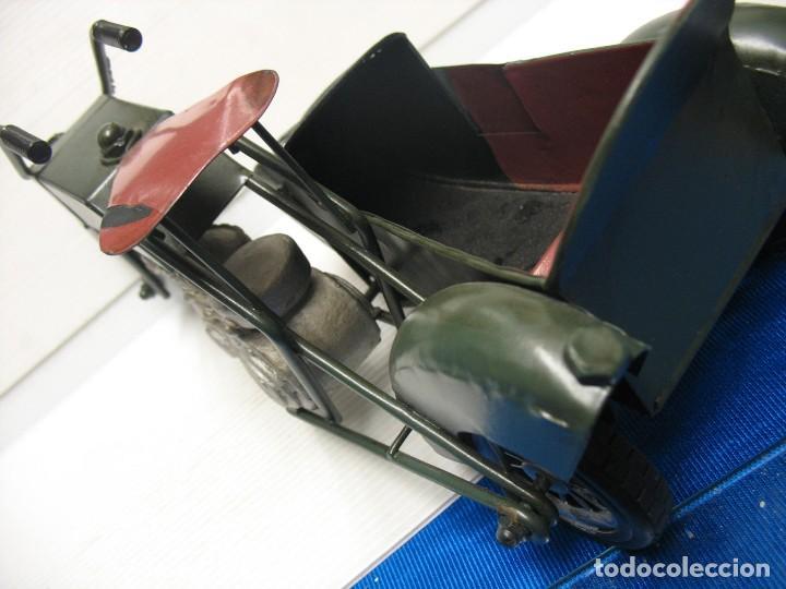 Juguetes antiguos de hojalata: moto con sidecar vintage - Foto 3 - 251370115