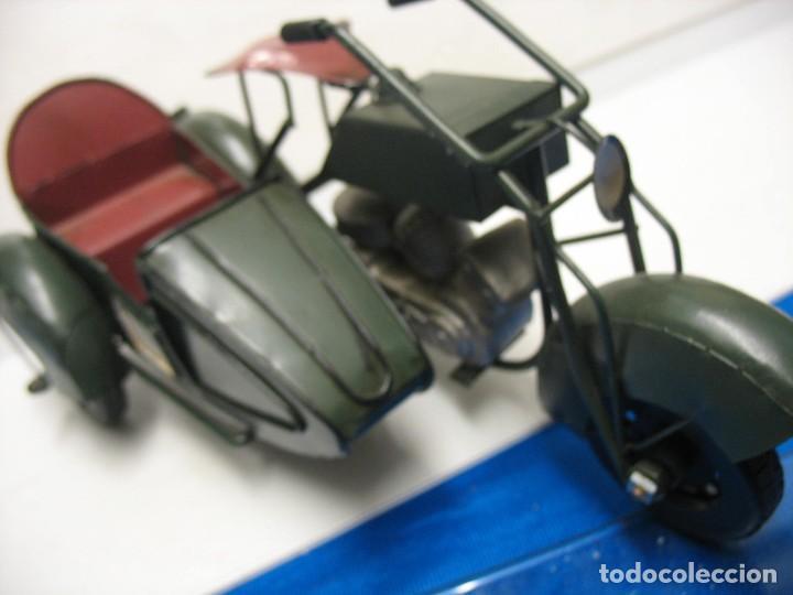 Juguetes antiguos de hojalata: moto con sidecar vintage - Foto 9 - 251370115