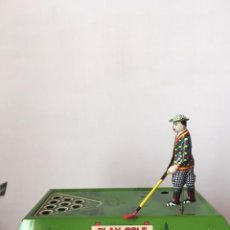 Giocattoli antichi di latta: JUGADOR DE GOLF A CUERDA AÑOS 80. Lote 253233660