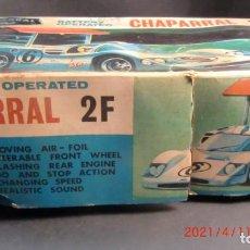 Jouets anciens en fer-blanc: CHAPARRAL 2F- JAPONES AÑOS 60-BATERIA-. Lote 253800780