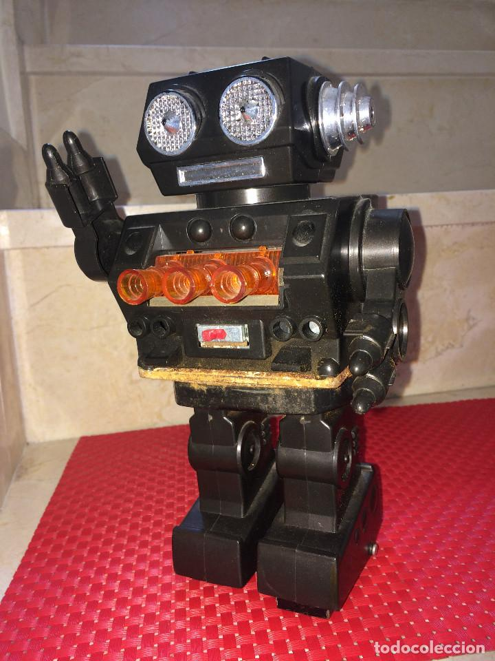 ROBOT ESPACIAL - MADE IN JAPAN - 24 CMS. NO FUNCIONA - TIENE OXIDACIÓN (Juguetes - Juguetes Antiguos de Hojalata Internacionales)