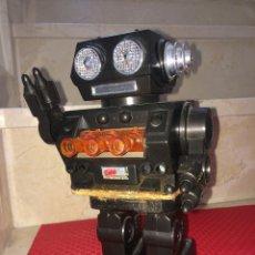 Juguetes antiguos de hojalata: ROBOT ESPACIAL - MADE IN JAPAN - 24 CMS. NO FUNCIONA - TIENE OXIDACIÓN. Lote 253830335