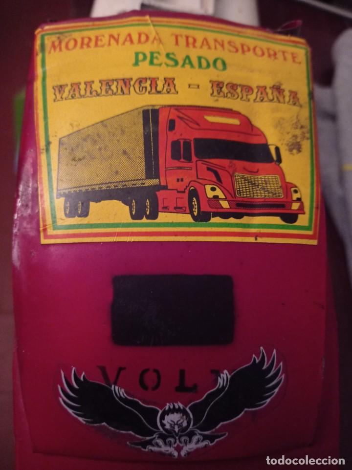Juguetes antiguos de hojalata: 57 cm - Gran Camión cisterna español peligro combustible Volvo - Chapa Metal IPFB Morenada Valencia - Foto 14 - 209879051