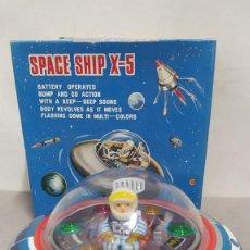 Juguetes antiguos de hojalata: SPACE SHIP X-5 DE MASUDAYA MODERN TOYS CON CAJA, AÑOS 60. FUNCIONANDO. Lote 262451495