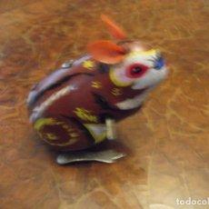 Juguetes antiguos de hojalata: ANTIGUO MUÑECO DE HOJALATA ( CHINA PERO MÁS ANTIGUO ). Lote 266441488