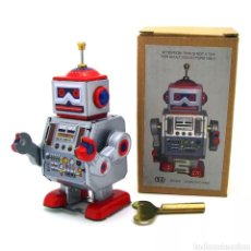 Juguetes antiguos de hojalata: ROBOT DE HOJALATA. Lote 266716118