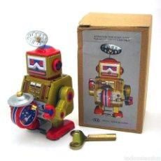 Juguetes antiguos de hojalata: ROBOT DE HOJALATA. Lote 266716293