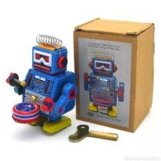 Juguetes antiguos de hojalata: ROBOT DE HOJALATA. Lote 266716438