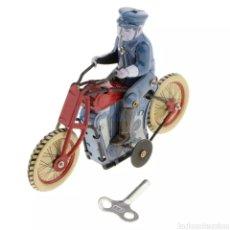 Juguetes antiguos de hojalata: POLICÍA EN MOTO DE HOJALATA. Lote 266722248