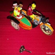 Juguetes antiguos de hojalata: MOTO CON SIDECAR. Lote 268579029