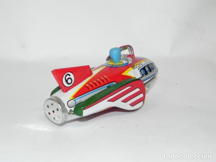 Juguetes antiguos de hojalata: Antiguo cohete de hojalata litografiada a friccion. Space rocket racer. Muy bien conservado. Origina - Foto 3 - 268586659