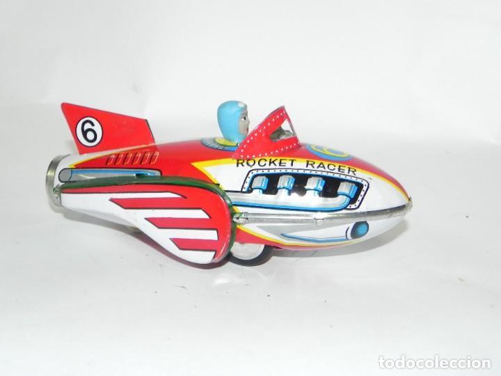 Juguetes antiguos de hojalata: Antiguo cohete de hojalata litografiada a friccion. Space rocket racer. Muy bien conservado. Origina - Foto 4 - 268586659