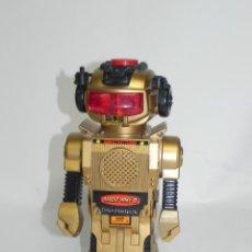 Juguetes antiguos de hojalata: ANTIGUO ROBOT MAGIC MIKE II, MADE IN HONG KONG, NEW BRIGHT IND. 1984. FUNCIONA EL MOVIMIENTO, LA LUZ. Lote 269185403